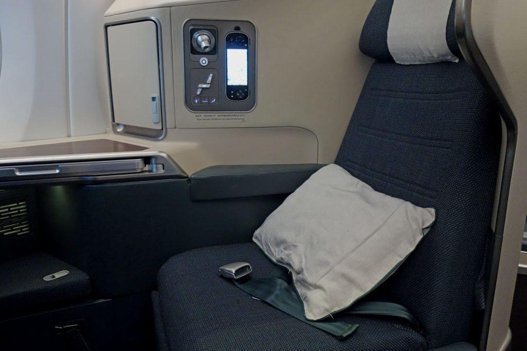 Бизнес-класс Cathay Pacific (А350) в 5 фотографиях