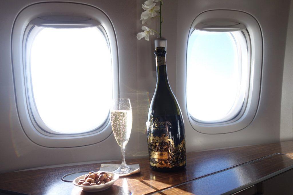 Как приобрести билет в первый класс Cathay Pacific