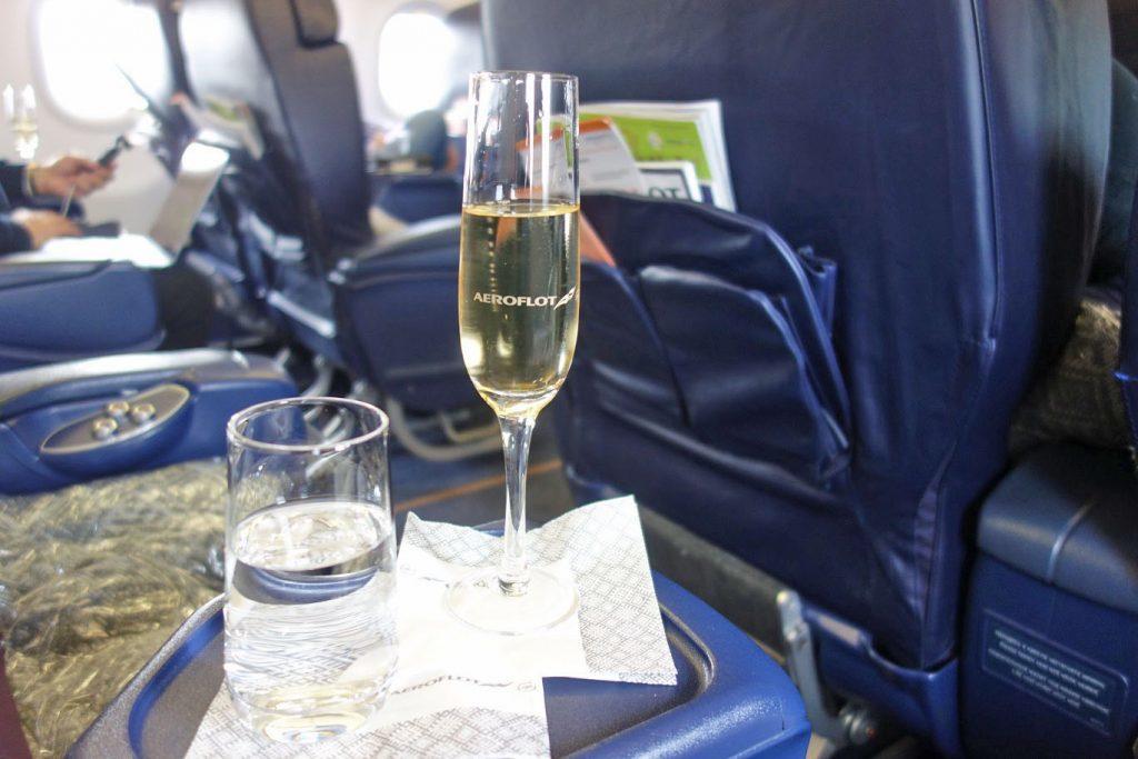 Аэрофлот увеличивает число рейсов с бесплатным алкоголем в эконом-классе