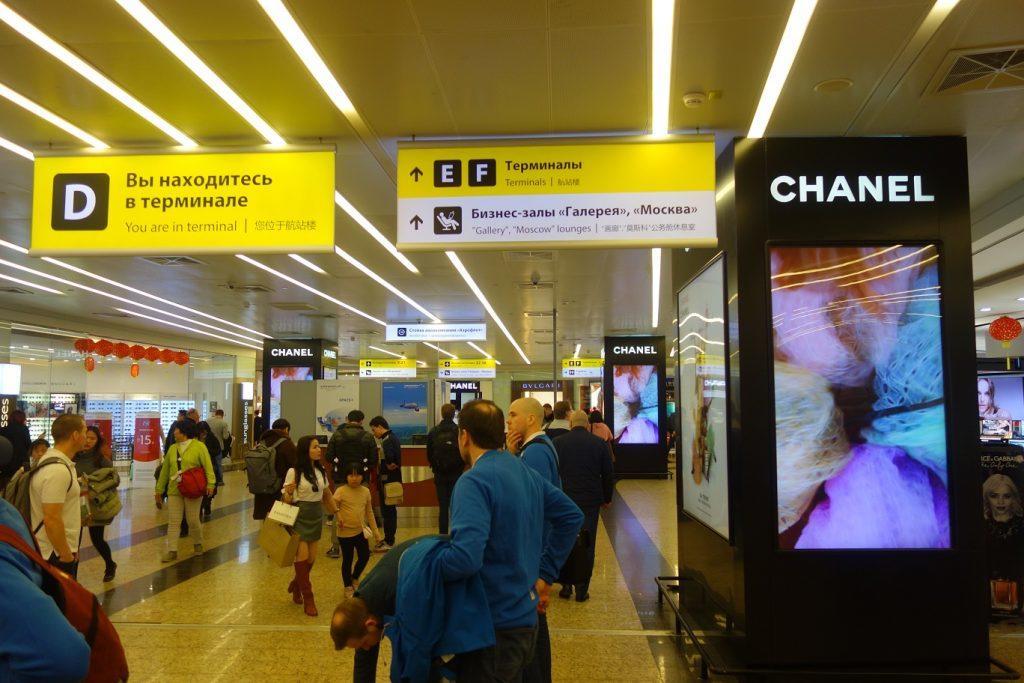 Опасная игра: неподобающее поведение со стороны сотрудника аэропорта Шереметьево