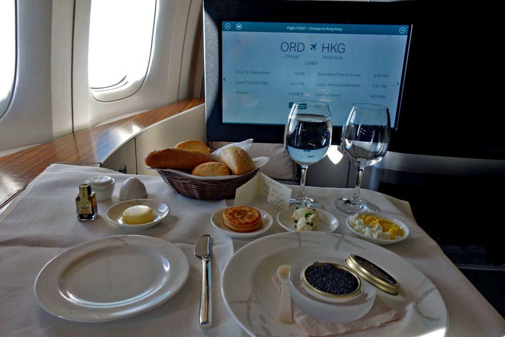 Премиальные билеты Cathay Pacific за мили AAdvantage можно бронировать онлайн