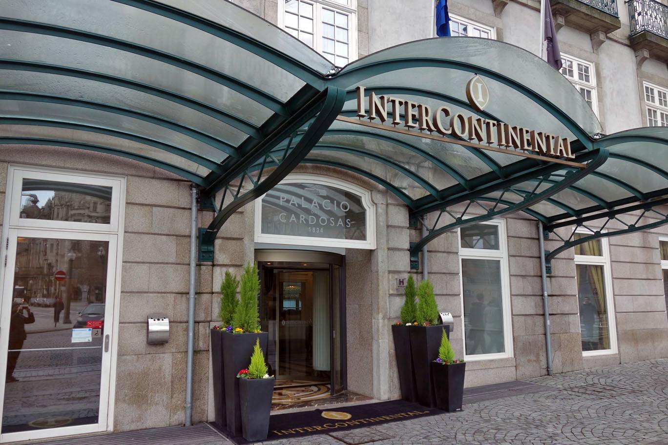 Действуют ли бенефиты IHG Rewards Club в InterContinental, а бенефиты Ambassador – в других брендах IHG?