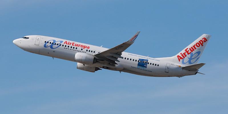 Ха: самолёт в Испании экстренно посадили из-за масочного бунтаря