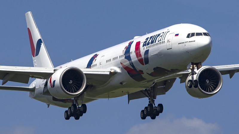 AZUR air получит два Boeing 777 с первым классом от Cathay Pacific
